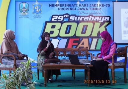 """Talkshow """" Kesehatan Reproduksi Wanita """" di Surabaya Book Fair 2015"""