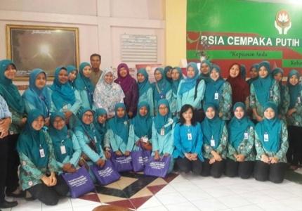 Foto bersama karyawan RSIA Cempaka Putih Permata dan RSIA Fatimah Lamongan